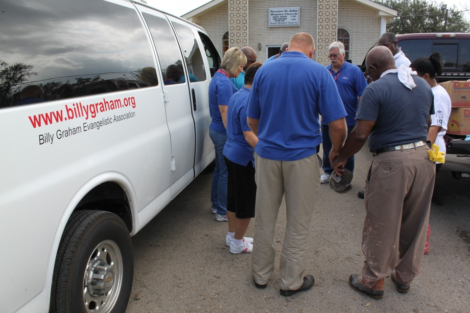 RRT Ministers to the victims of Hurricane Isaac