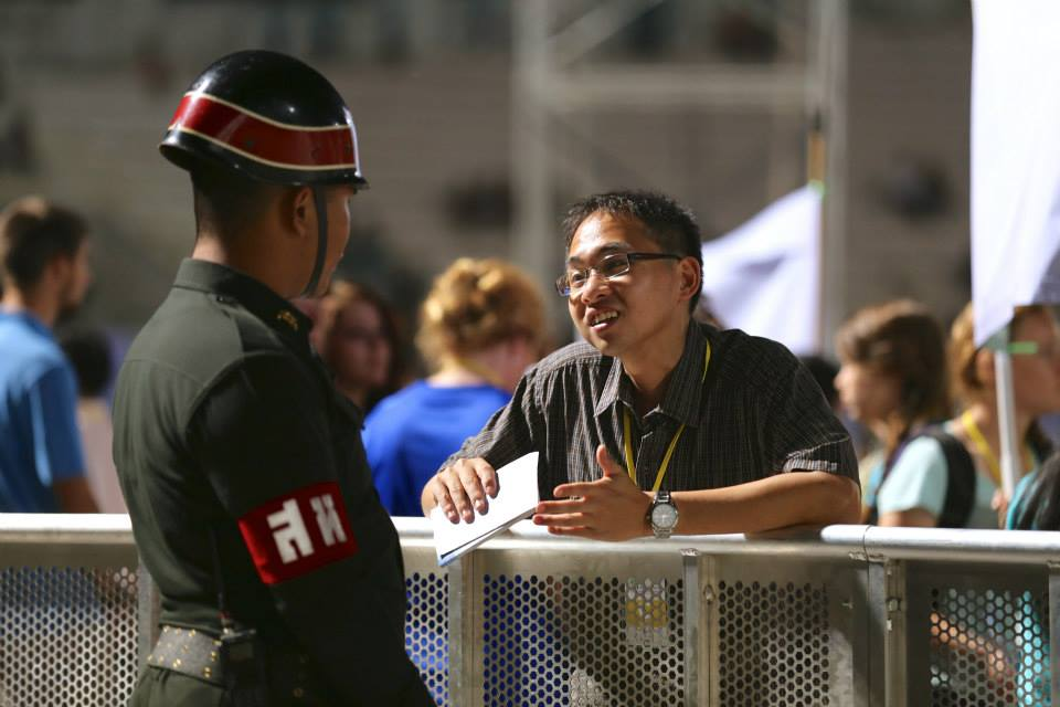 A counselor talks with one of the security officers working at the event.