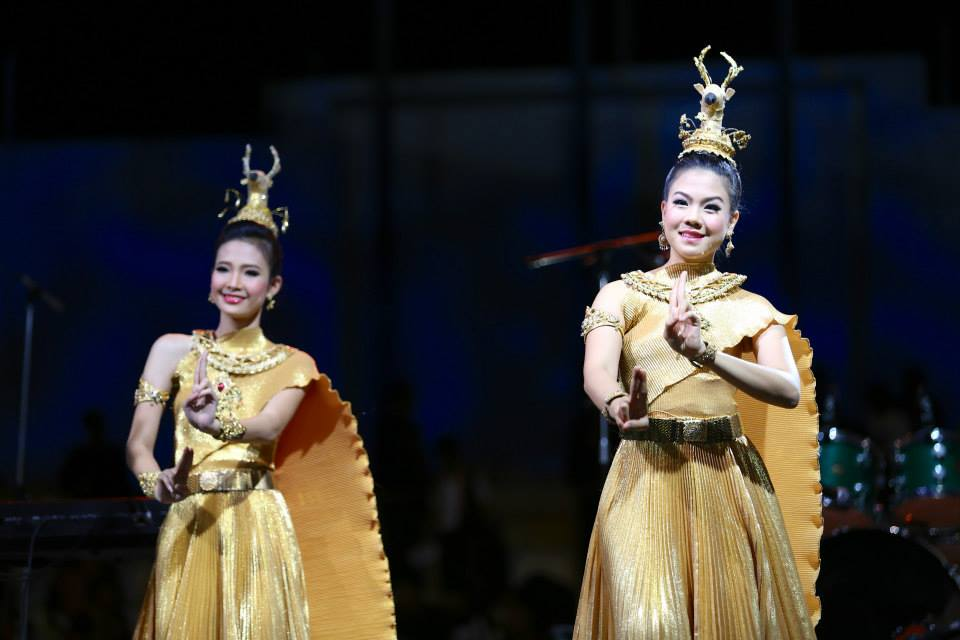 Thai dancers gave a beautiful performance.