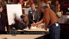 Sarah Palin visits the Billy Graham Library