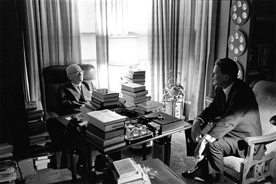 Billy Graham meets with President Harry Truman