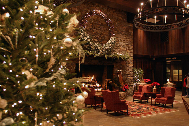 The Cove lobby at Christmas