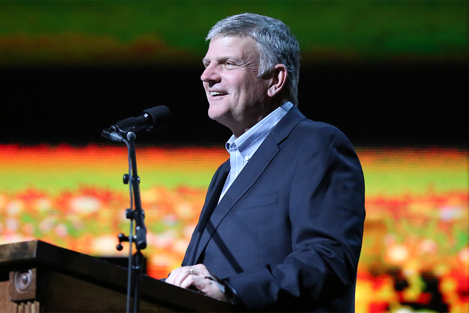 Franklin Graham preached a heartfelt message about the value of a soul on Sunday night, prompting hundreds to give their hearts to Christ in El Paso.