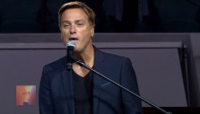 "Warsaw: Michael W. Smith performs ""Christ Be All Around Me"""