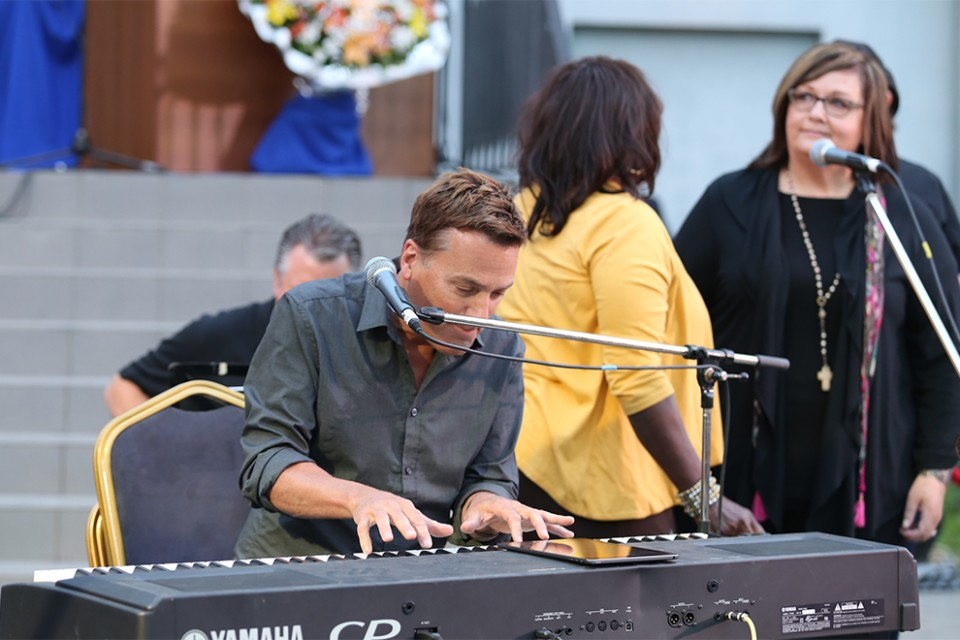Michael W. Smith played a short set with the Tommy Coomes Band on Friday.