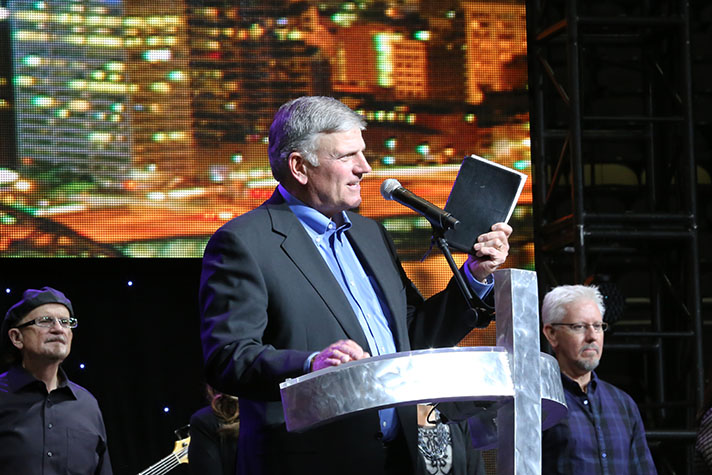 Franklin Graham leads hundreds in a prayer of Salvation on Friday night in Pittsburgh. Catch the Three Rivers Festival of Hope tonight (6:30 p.m. EDT) and Sunday (3:30) at BillyGraham.org/Live.