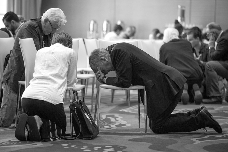 Franklin Graham praying