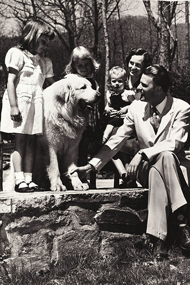 Billy Graham with daughters