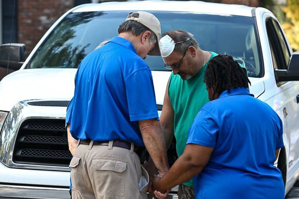 chaplains praying WLTX photo