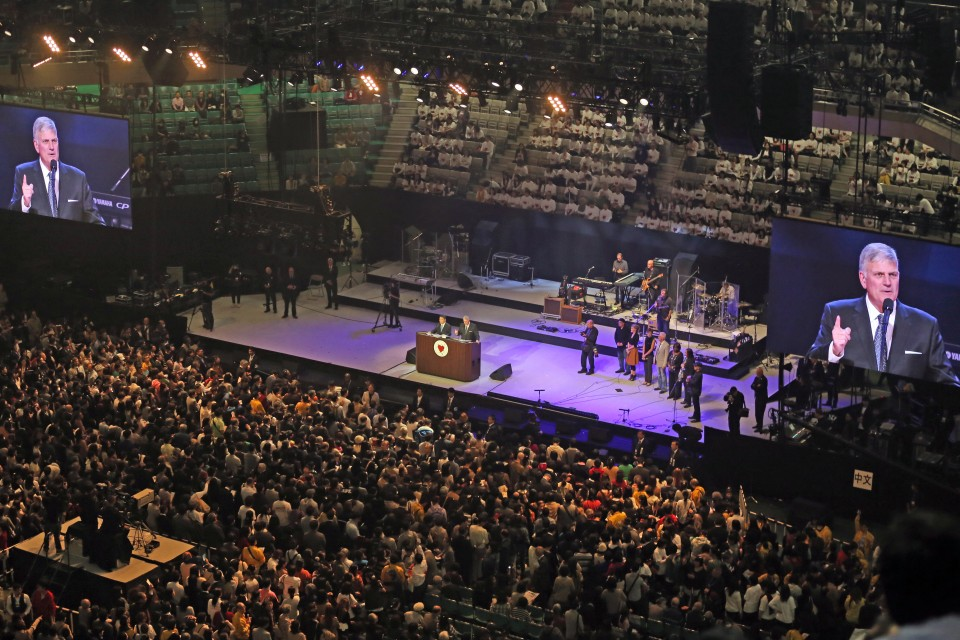 More than 1,400 came forward over the weekend to make decisions for Christ, with Sunday the largest of the 4-event weekend.