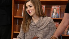 Sadie Robertson Greets More Than 1,000 at the Billy Graham Library