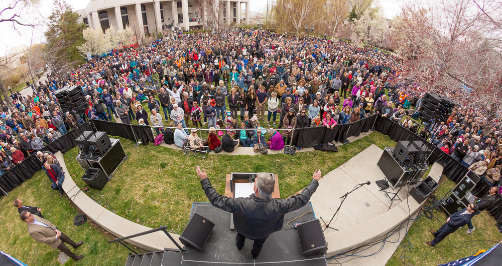 """Franklin Graham urging attendees to """"pray, vote, engage"""" during the Decision America Tour prayer rally at the Nevada Capitol."""