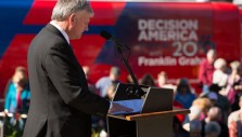 4 Truths from Franklin Graham About Prayer and Politics