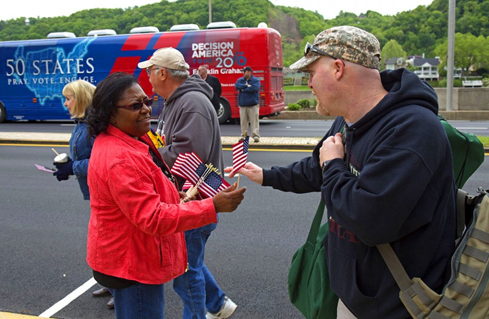 Volunteers, critical to the Decision America Tour's success, warmly welcomed visitors, handed out flags and were ready with directions during Thursday's prayer rally. Find out how you can volunteer in your state's rally.