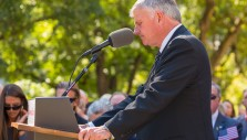 More Than 14,000 Pray with Franklin Graham in Raleigh, North Carolina