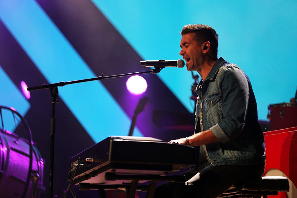 Aaron Shust playing keyboard and singing