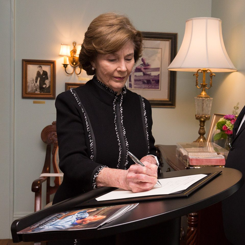 Laura Bush signs the guest book