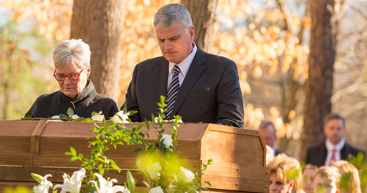 Billy Graham S Body Laid To Rest But Message Of God S