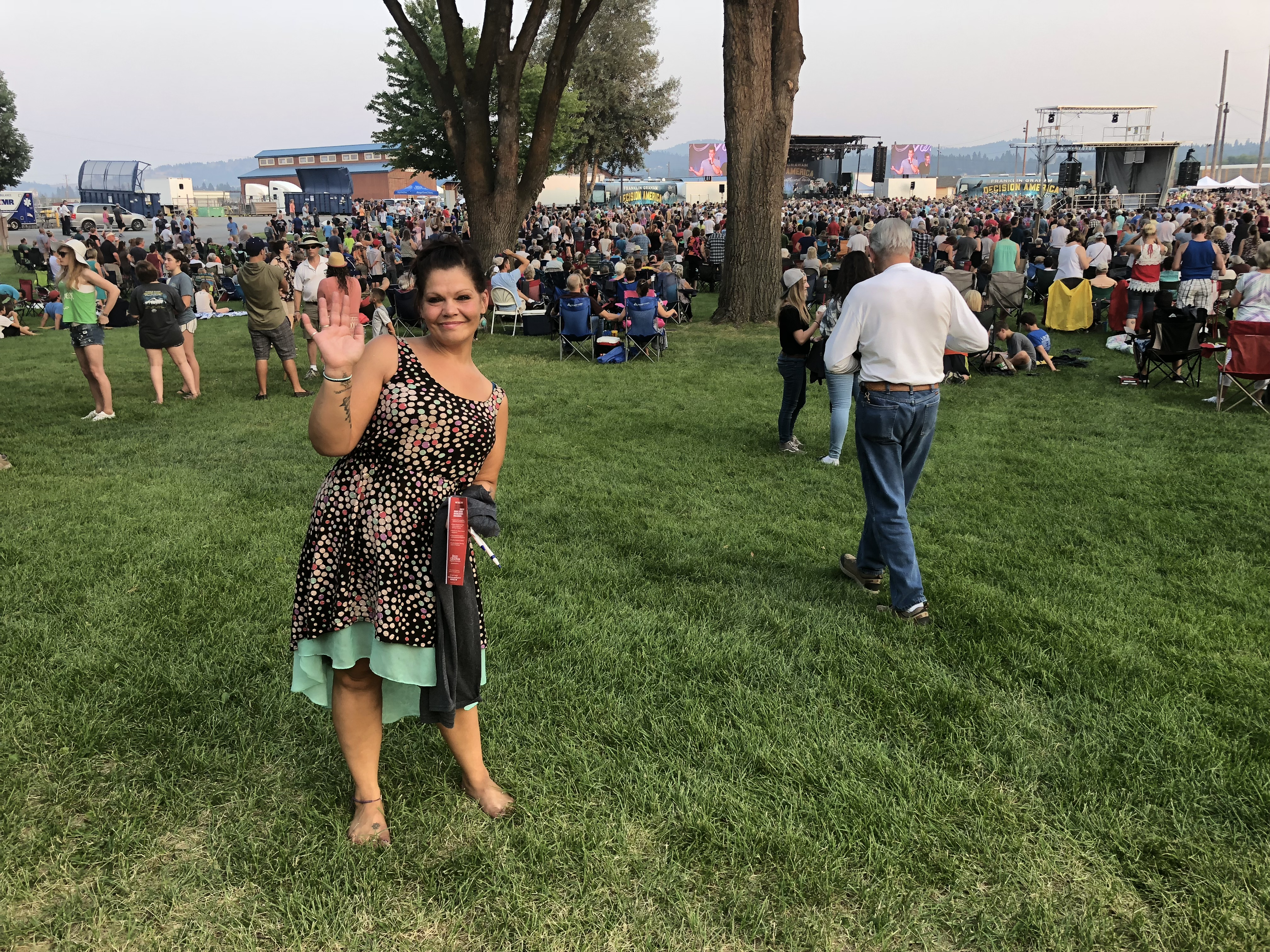 woman waving in Spokane at the Decision America event